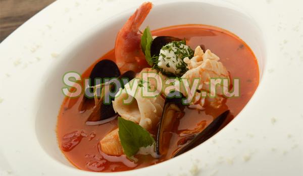 Томатный суп с морепродуктами и шафраном