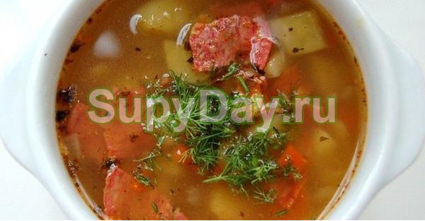 Суп с копченой колбасой и овощами