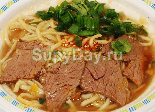 Китайский суп на говяжьем бульоне с лапшой