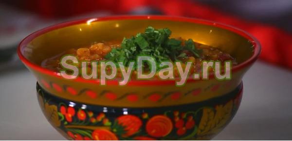 Чечевичный суп с копчёной колбасой