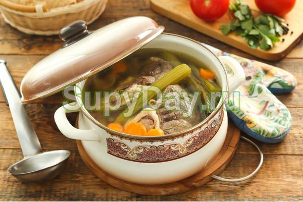 Суп из зеленого горошка, порея и говядины
