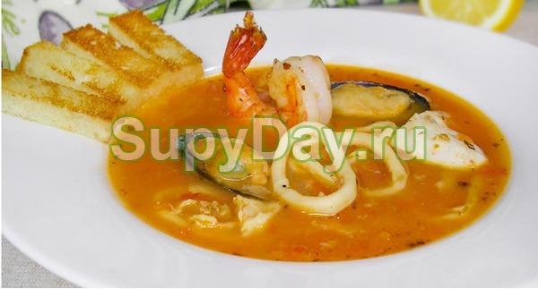 Сливочный суп с лососем и мидиями