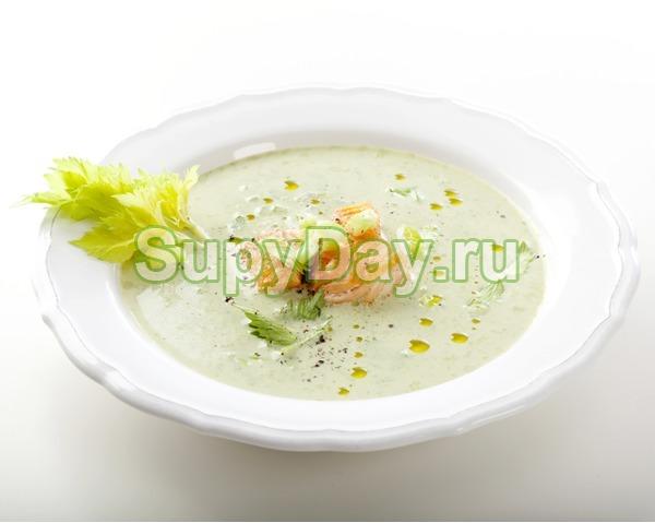 Сырный суп с семгой и сельдереем
