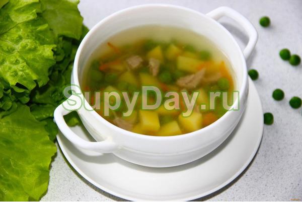 Суп с зеленым горошком с колбасой
