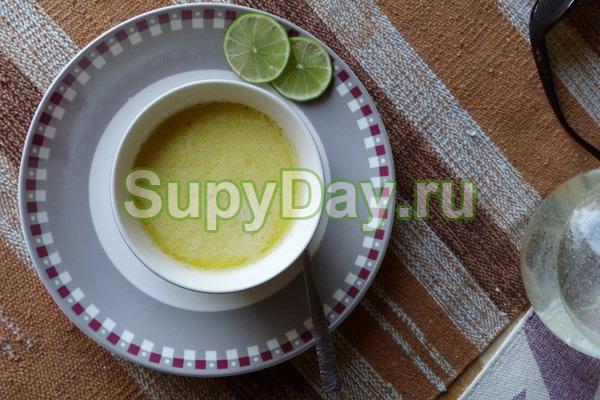 Яичный суп с помидорами и сыром