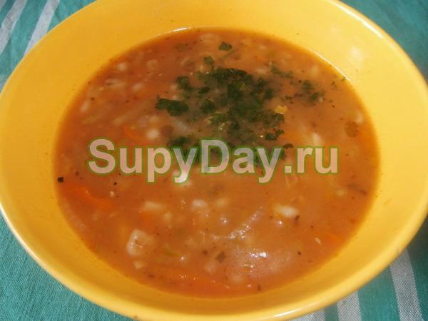 Суп с перловкой на курином бульоне с помидорами
