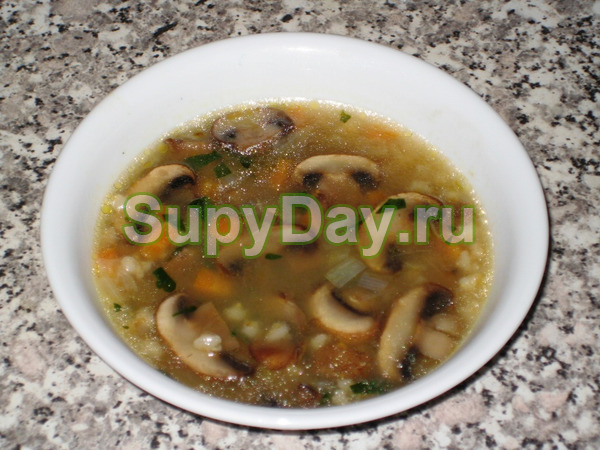 Суп с перловкой на курином бульоне с грибами