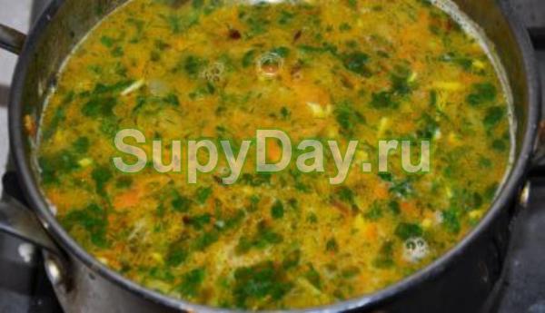 Семейный рецепт рассольника с рисом, курицей и чесноком