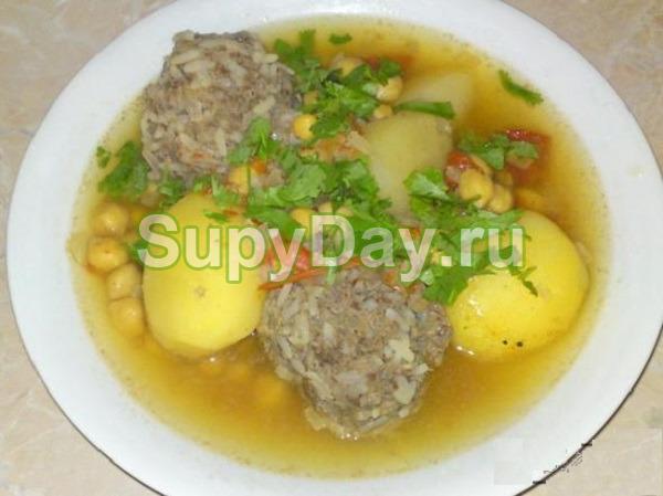Суп гороховый с тефтелями