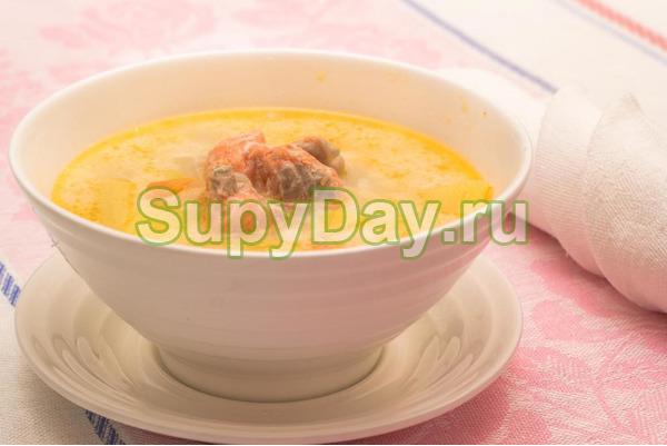 Рыбный суп из форели и луком шалотом