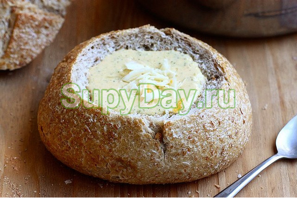 Суп с ветчиной в булочках