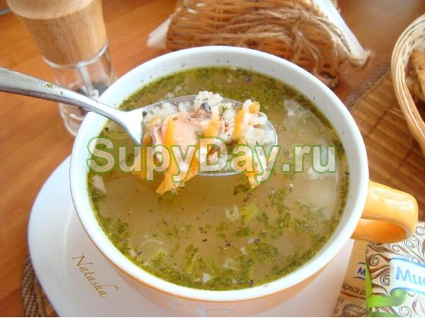 Легкий суп с консервированным тунцом