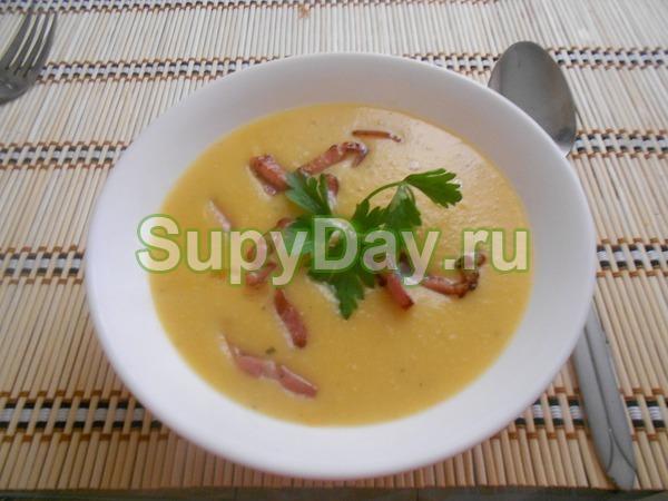 Суп-пюре из гороха и сельдерея