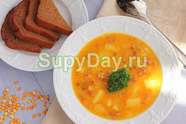Классический рецепт горохового супа со свиной копчёной рулькой